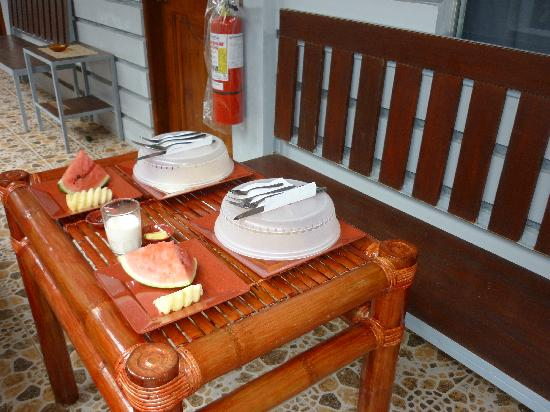 The Q Lodge Boracay: excellent breakfast served to your door each morning.