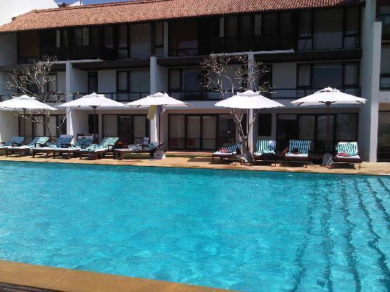 Vendol Resort - Wadduwa: lovely pool and garden area