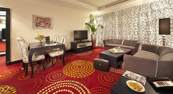 Swiss-Belhotel Corniche : Suite Sitting Area