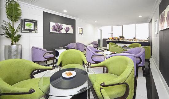 Swiss Hotel Corniche : Club Lounge