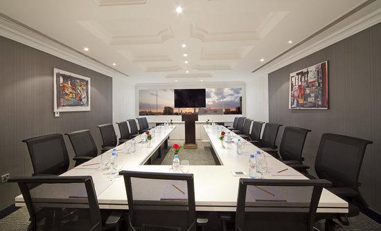 Swiss Hotel Corniche : Meeting room
