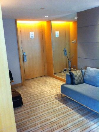 Pan Pacific Xiamen: Entrance of room