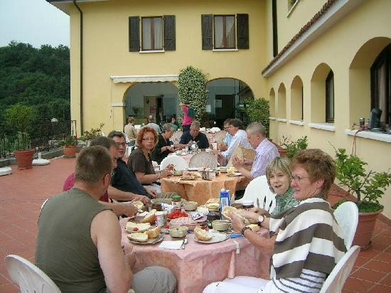 Residence San Rocco: Frühstück bei Paolo anläßlich der Mille Miglia