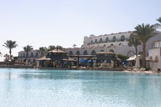 Savoy Sharm El Sheikh: spotless clean pools