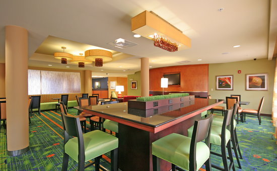 Fairfield Inn & Suites Charlotte Matthews: Comfortable Seating Area