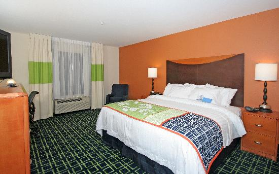 Fairfield Inn & Suites Charlotte Matthews: Enjoy our spacious and contemporary guest rooms & suites