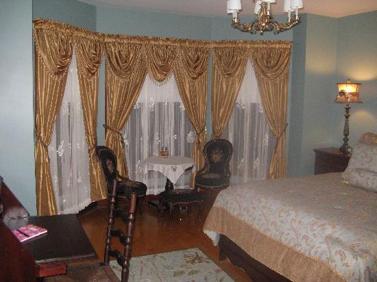 1897 Beekman House: Isadora's Room