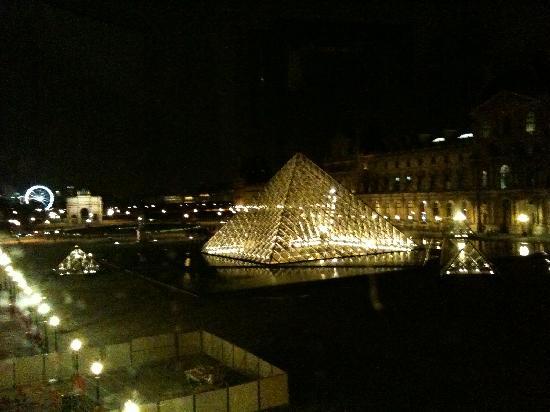 Παρίσι, Γαλλία: La pirámide desde el Louvre