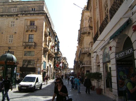 Radisson Blu Resort & Spa, Malta Golden Sands : shopping in valletta.