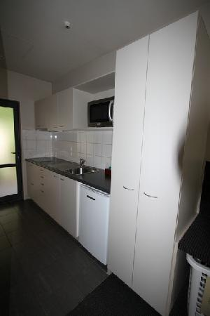 Azena Motel: Fully Equipped Kitchen
