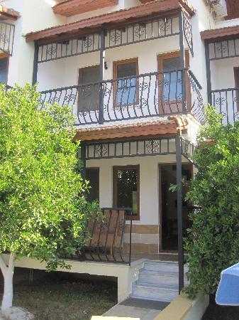 Apartments Villa Ozalp: Het buiten aanzicht van de villa