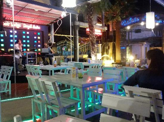 Vabua Asotel: Very good bar to chill and spend the night away