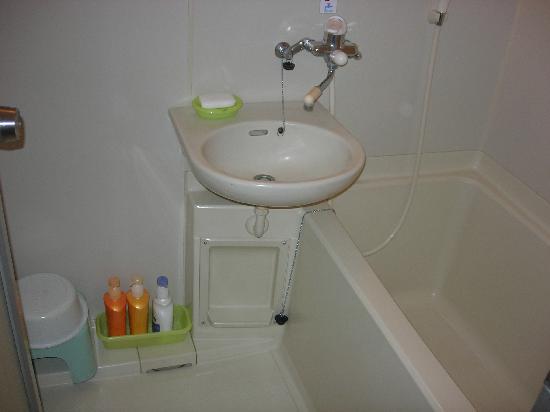 Fujiwara Ryokan: bathroom in the room