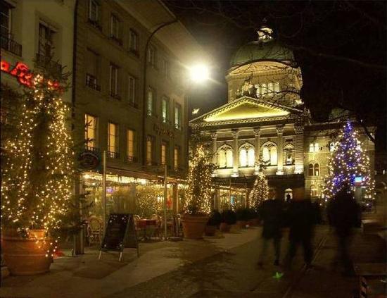 el Bundeshaus,(palacio federal ) precioso por la noche