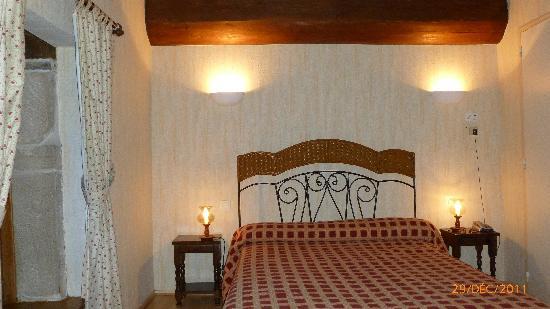 Hotel Restaurant Moulin de Bourgchateau : la chambre