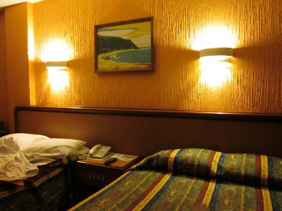 هوتل ميتروبول: Hotel Room