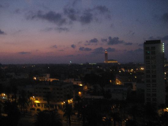 Ibis Casablanca City Center: Casablanca Port from end of hallway