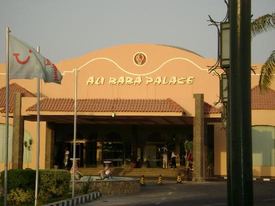 Ali Baba Palace: Entrée de l'hotel