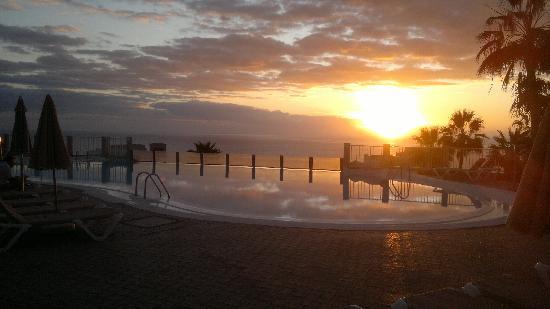 ClubHotel Riu Vistamar: Top pool at sunset