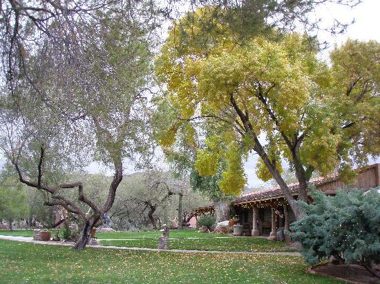 Tanque Verde Ranch: Main ranch building