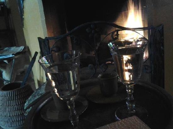 La Capria Suite Hotel: Şömine başında kahve keyfi