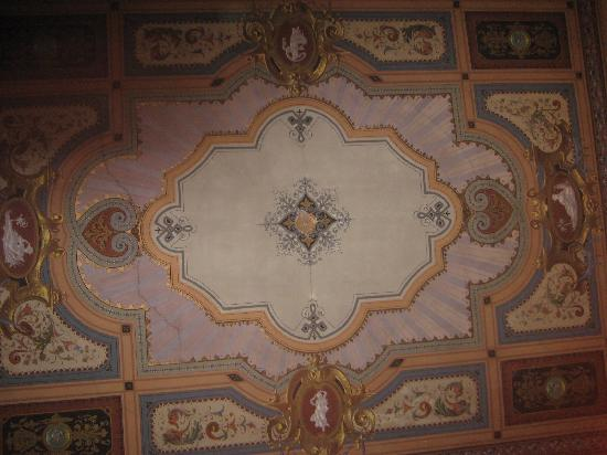 Hotel River: painted ceiling