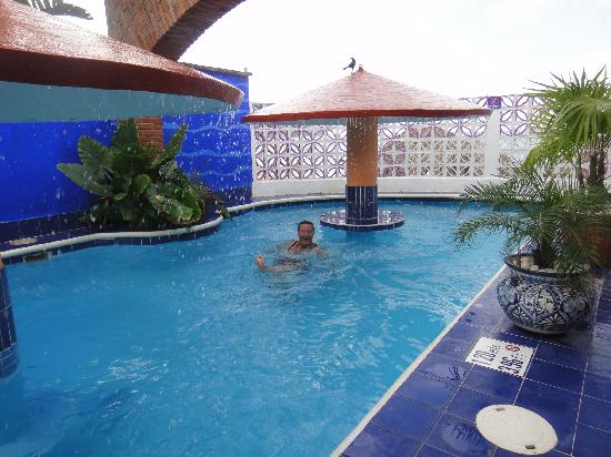 Decameron Los Cocos: Pool at the included beach club in the town of Los Ayala