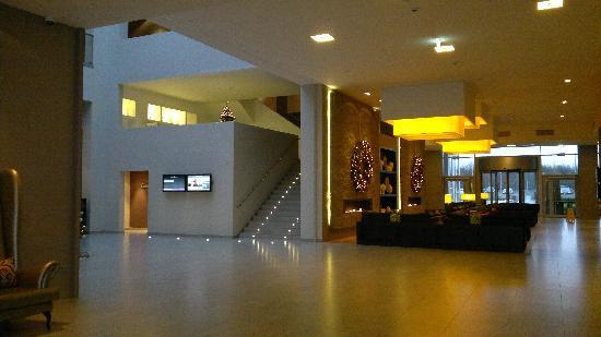Hall Bild Von Van Der Valk Airporthotel Duesseldorf Dusseldorf