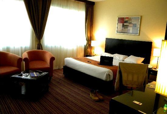 Howard Johnson Hotel Abu Dhabi: the bed