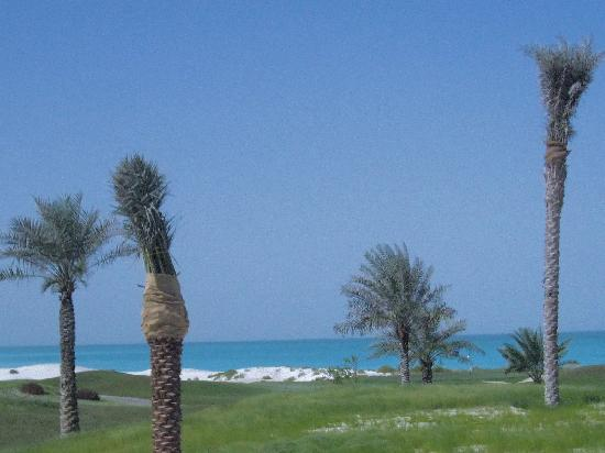 The St. Regis Saadiyat Island Resort: plage, golf