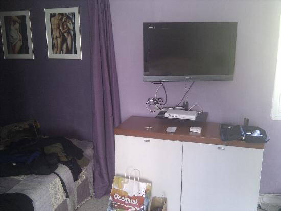 La Muserie: Il divano e la tv in camera