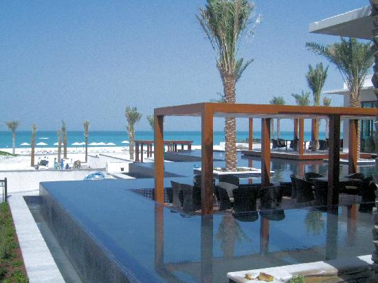The St. Regis Saadiyat Island Resort: piscine