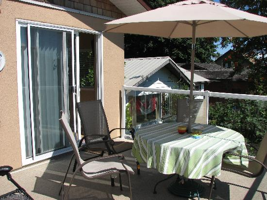 Beachway B&B Suites: the front terrace