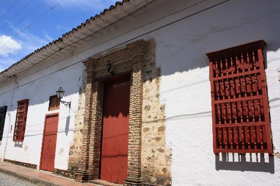 Medellin, Colombia: Typicall facdade in Santa Fe de Antioquia