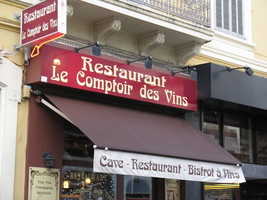 le Comptoir Des Vins: Restaurant exterior on Blvd Republique