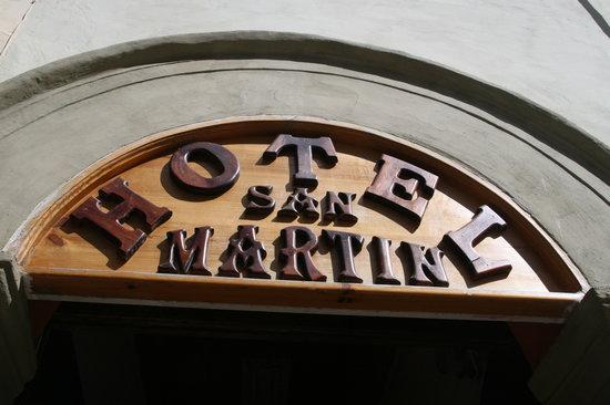 Hotel San Martin: Signage