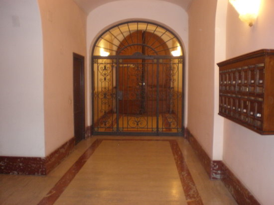 Residenza Borghese: Building entrance