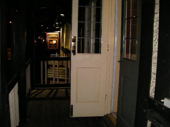 The Crown by Marston's Inns: Balcony