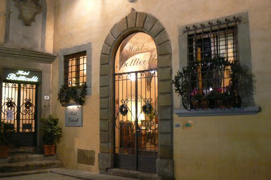 Botticelli Hotel: Entrée de l'hôtel