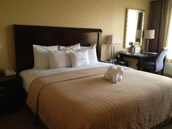 DoubleTree by Hilton Orange County Airport: lovely bed!