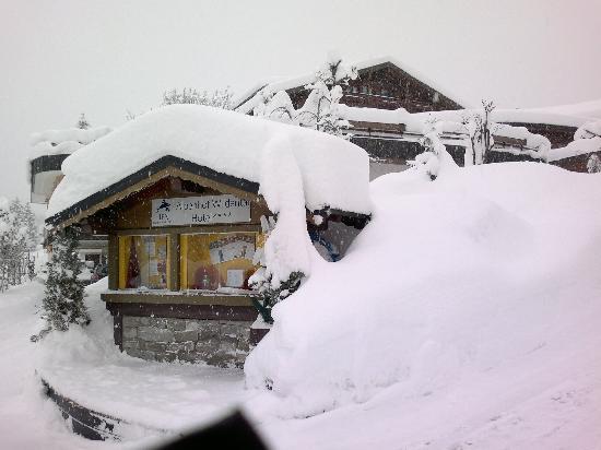 IFA Alpenhof Wildental Hotel: Zufahrt zum Hotel im Dezember