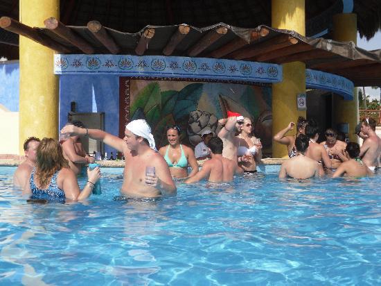 Grand Bahia Principe Tulum : Swim up bar main pool Tulum