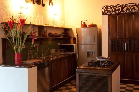 Hotel Casa Amani: Kitchen