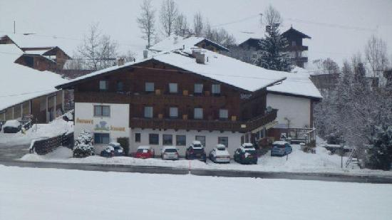 Pension Enzian: From the button lift