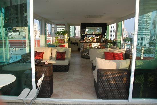 Bless Residence: rooftop bar next to pool