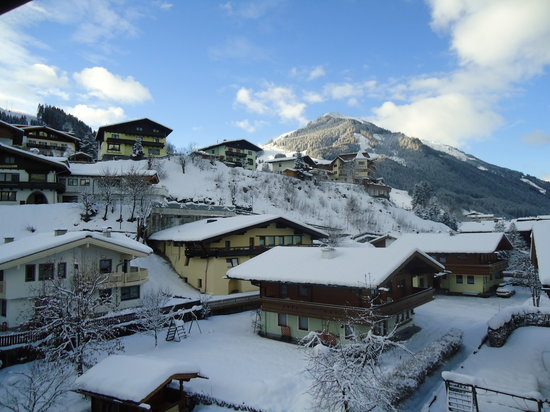 Hotel Edelweiss: View from the bedroomn
