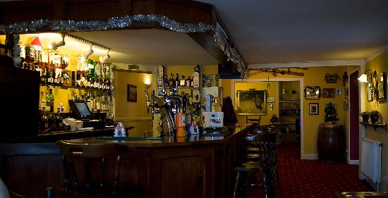 Bridge of Cally Hotel: Bar decked out for the festive season