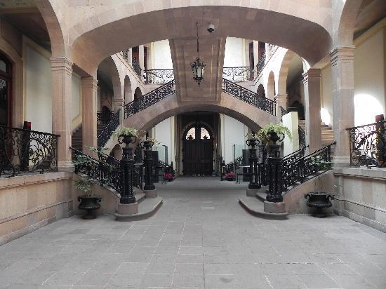 National Museum of Regional Masks (Museo Nacional de la Mascara): patio central