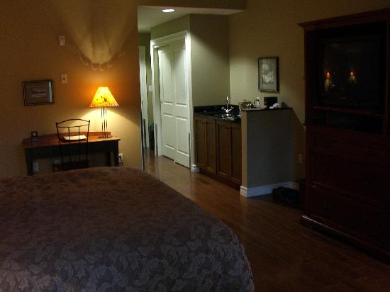 Park Place Inn: View towards door
