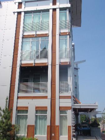 بونجالو هوتل: Exterior